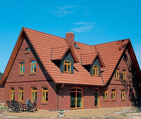терракотовый цвет фасада дома есть мужчина может